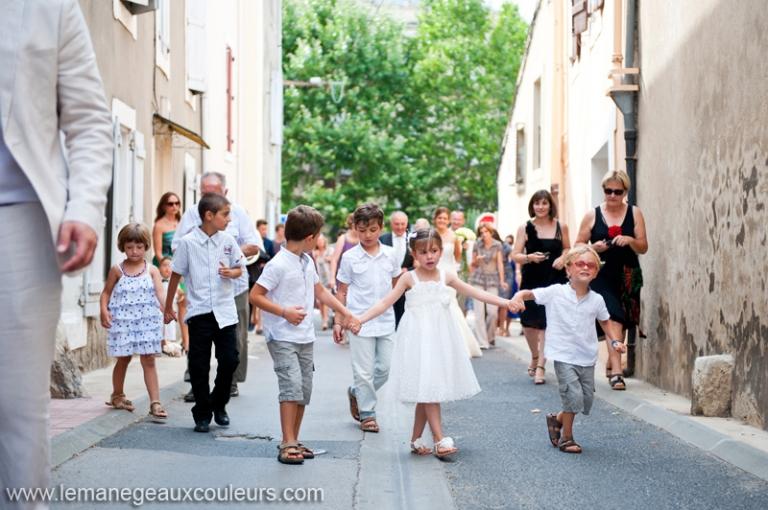 reportage de mariage ouveillan cortge jusqu lglise photographe mariage narbonne - Photographe Mariage Narbonne