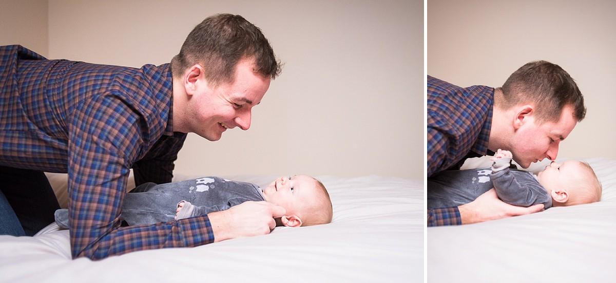 Séance famille à la maison des photos de bébé avec son papa un moment de partage à garder en souvenir photographe enfant lille nord pas de calais
