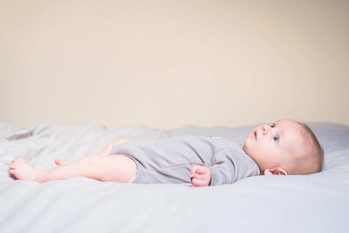 Séance famille à la maison photographe bébé nouveau né lille nord pas de calais hauts de france