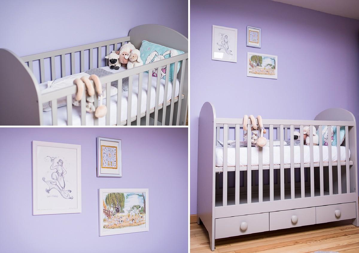 décorer une chambre de garçon en violet et gris lit de bébé dessins disney