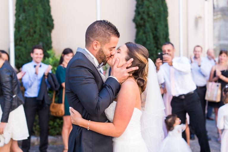 dcouverte des maris devant la mairie dhoudan photographe mariage rambouillet - Photographe Mariage Rambouillet