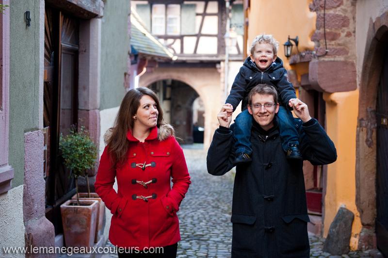seance-photo-famille-exterieur-riquewihr-alsace-photographe-photos-originales-naturelles-sinceres (5)