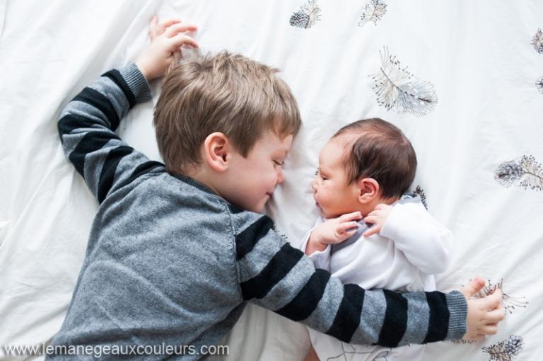 29c6561a5628d séance photo nouveau-né à domicile Lille Paris Arras - photographe bébé  naissance nord pas