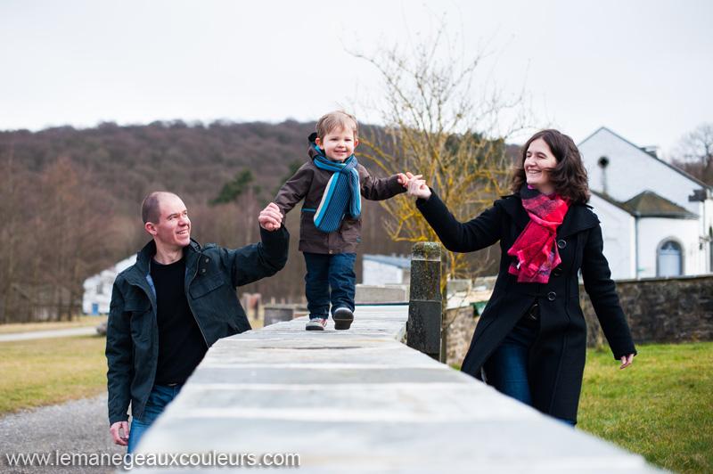 photographe-famille-lille-nord-belgique-photos-spontanees-naturelles-vivantes-joie-amour (5)