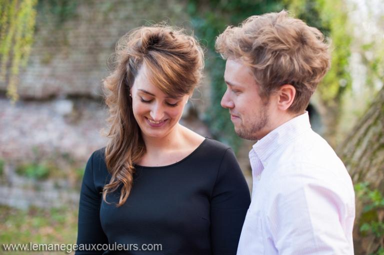 seance-photo-couple-engagement-lille-photographe-mariage-nord-pas-de-calais-belgique-emotions (13)