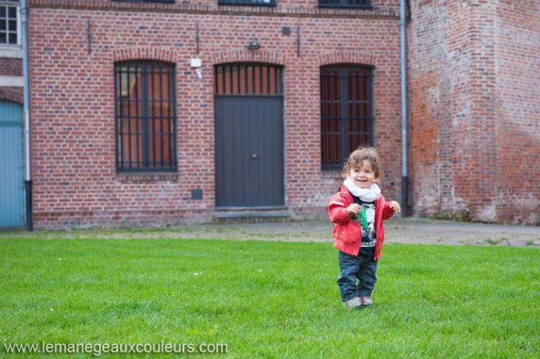séance famille dans le nord - vieux-lille - photographe bébé et famille à Lille