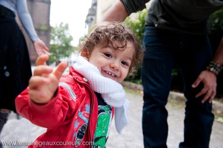 seance photo bebe garcon 1 an lille photographe famille nord jeux rires joie séance famille dans le nord