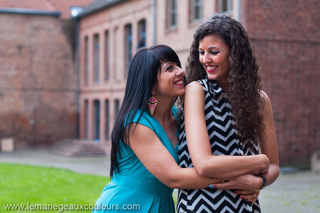 filles amoureuses et heureuses