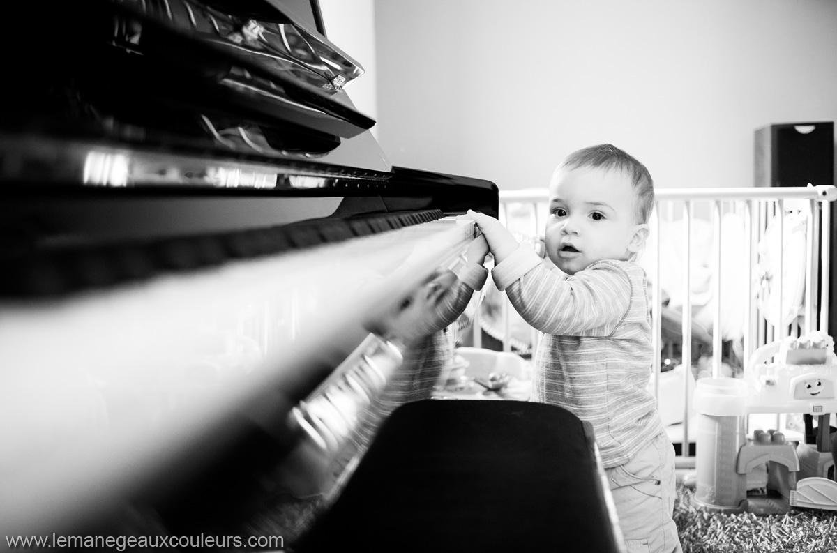 seance-photo-famille-maison-souvenirs-du-quotidien-photos-naturelles-photographe-lille (16)