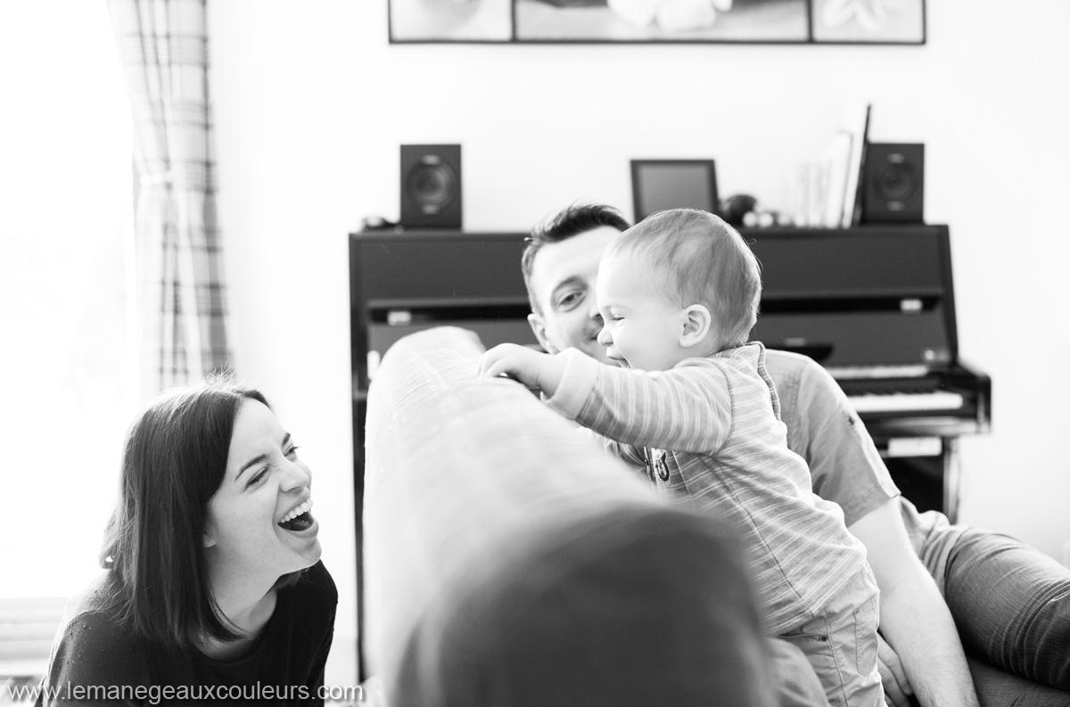 les jeux de tous les jours parents et bébé - immortaliser son quotidien par le biais d'une séance photo avec un photographe professionnel à lille