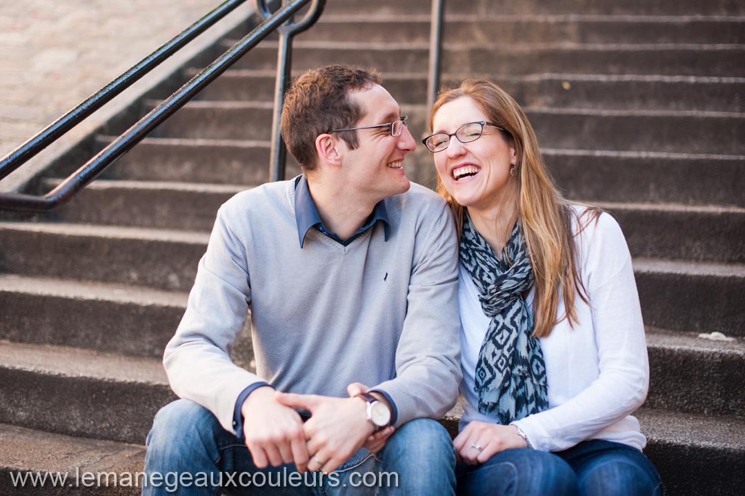 Parenthèse amoureuse dans les rues de Montmartre photographe mariage paris lille strasbourg