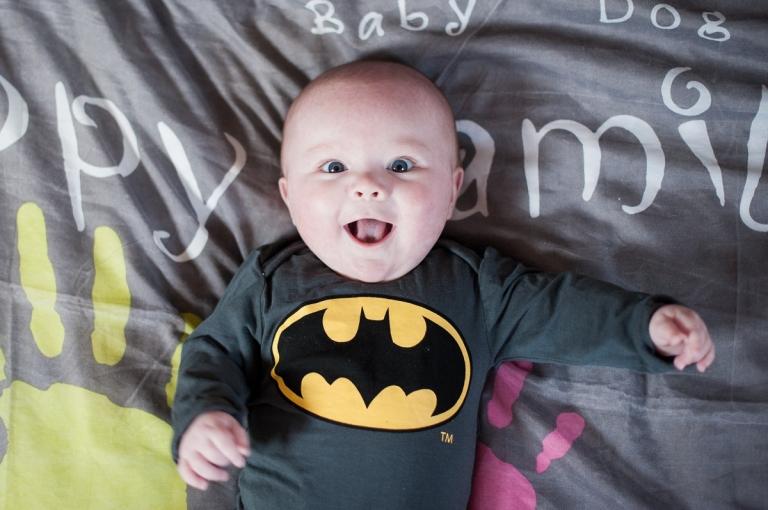 bébé batman qui sourit Séance photo bébé nord