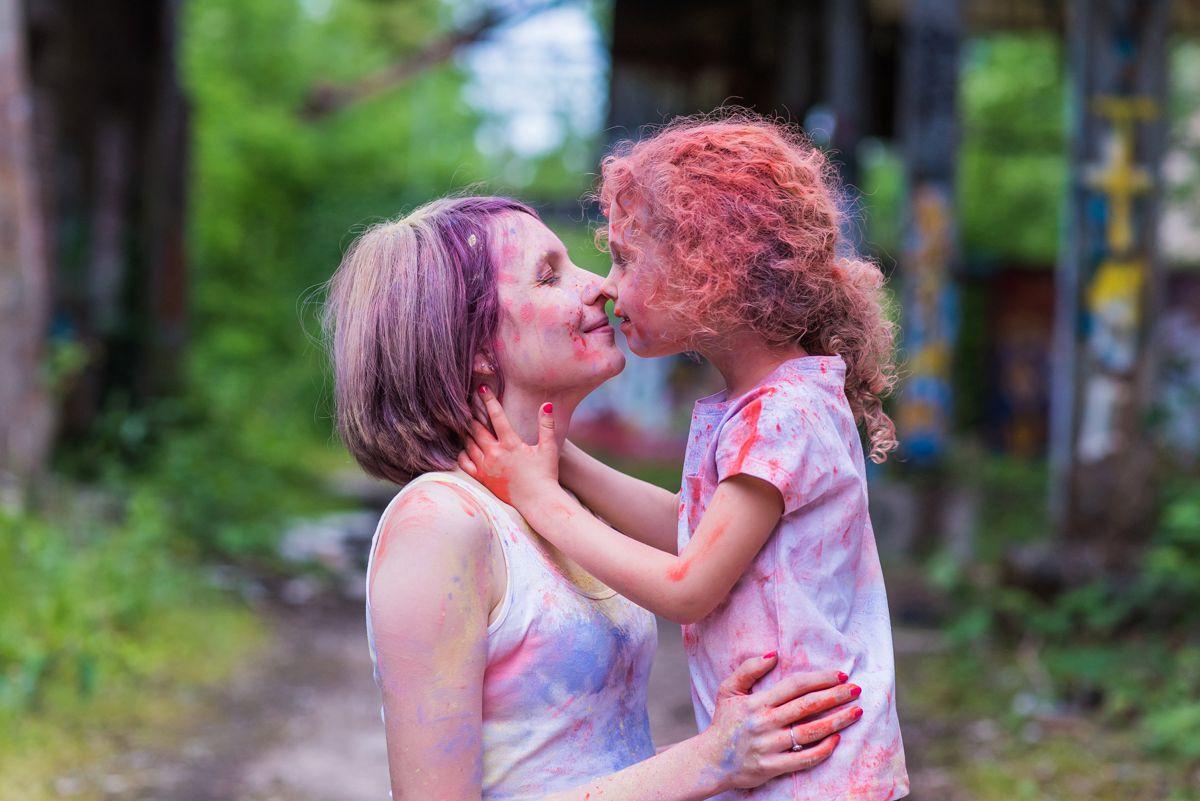 seance photo grossesse alsace photographe famille strasbourg poudre coloree photos originales