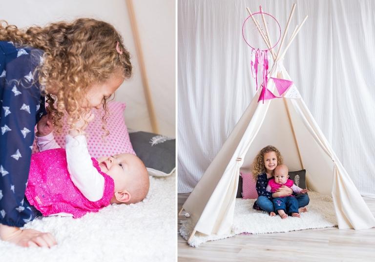 Séance bébé lifestyle photos de famille naturelles en studio