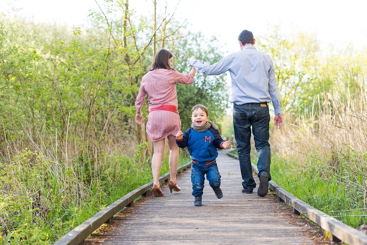 séance photo de famille à Lille en extérieur jolies photos naturelles et spontanées
