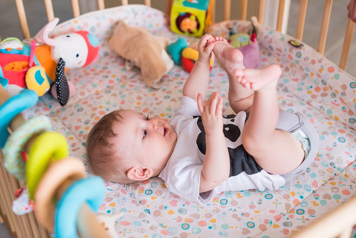 Reportage photo de vie quotidienne – séance photo famille d'Isaac, 6 mois