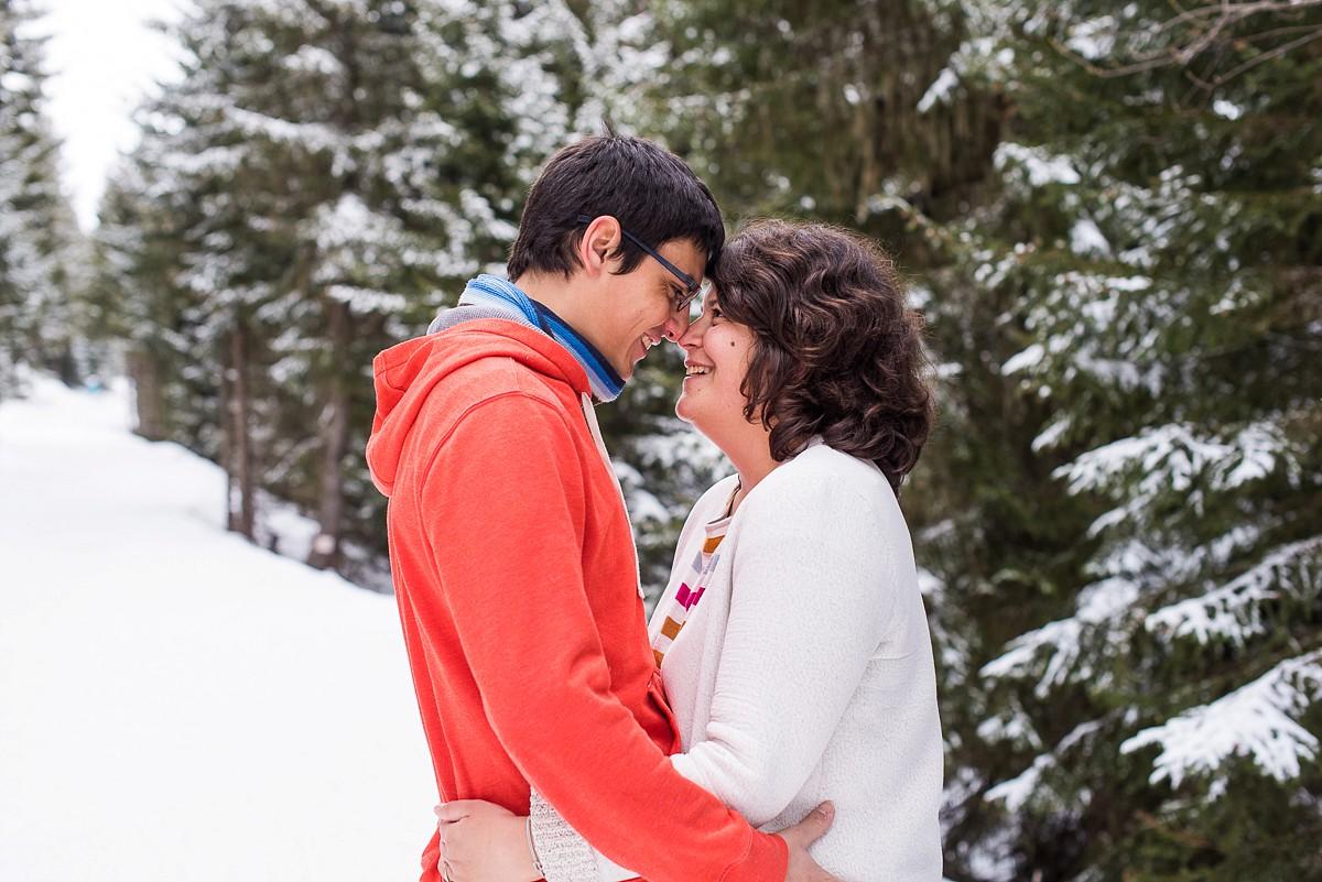 Séance photo de couple à la montagne annecy les saisies la clusaz
