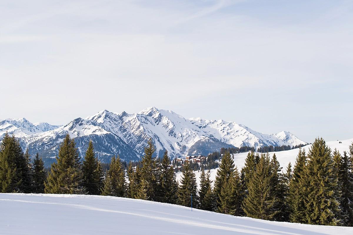 station de ski les saisies paysage impressionnant Séance photo de couple à la montagne