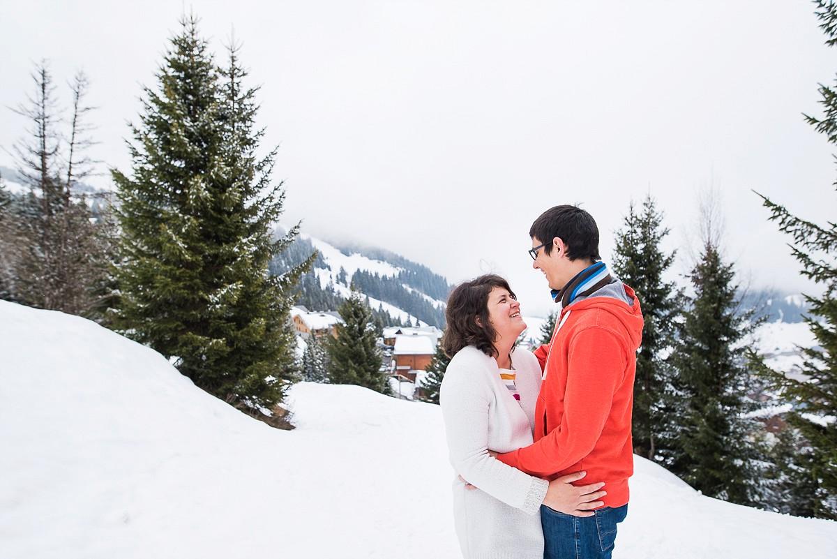 Séance photo de couple à la montagne