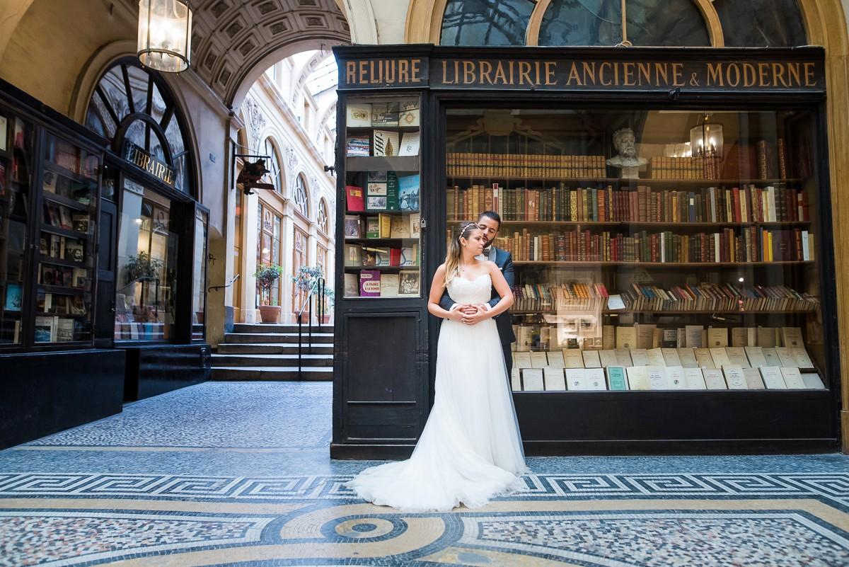 photographe mariage à paris lille amiens bruxelles séance photos jeunes mariés passages parisiens
