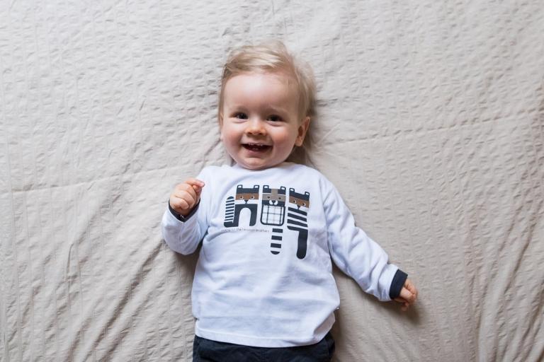Photographe bébé Lille à la maison pour les souvenirs du quotidien