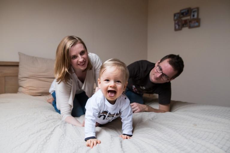 Photographe bébé Lille le manège aux couleurs