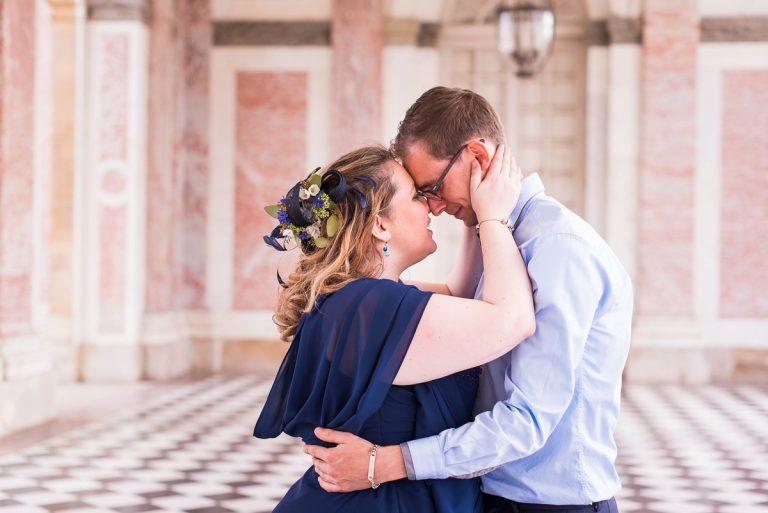 seance-photo-couple-versailles-jardins-marie-antoinette-photographe-mariage-lille-paris-bruxelles (19)