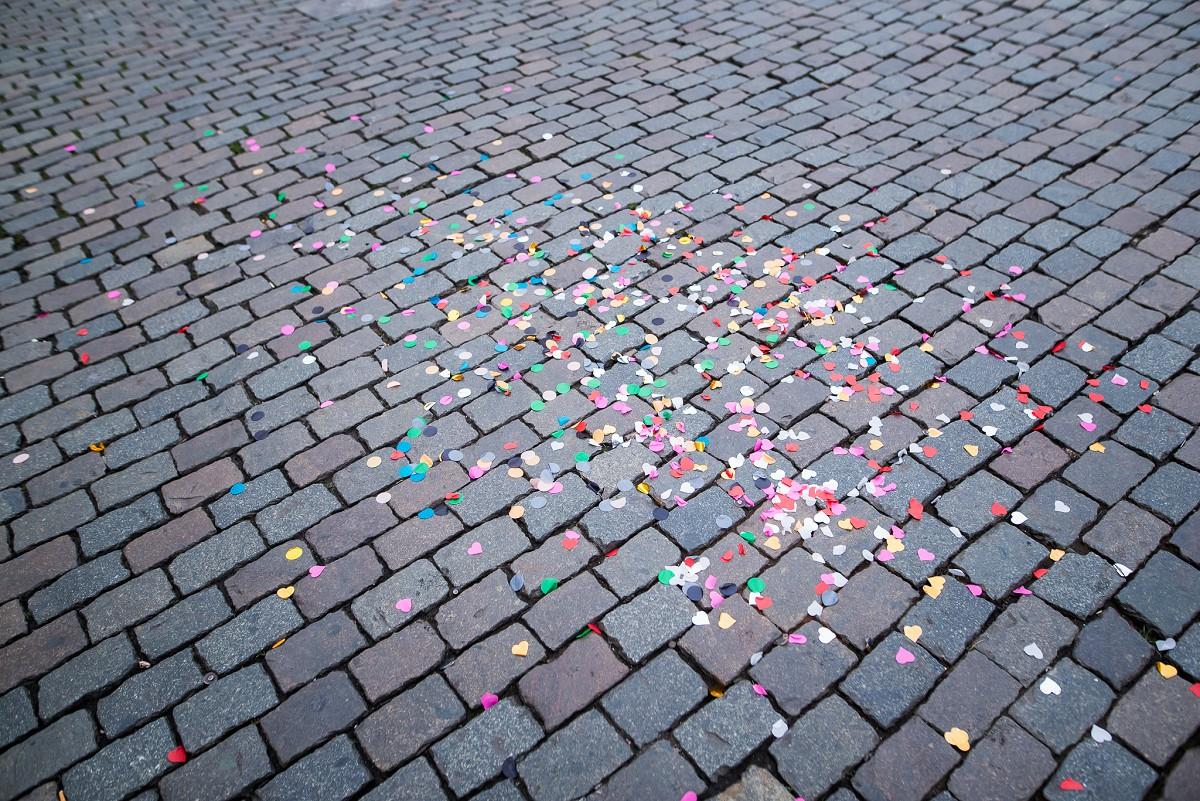 Séance photo photographe EVJF Bruxelles confettis