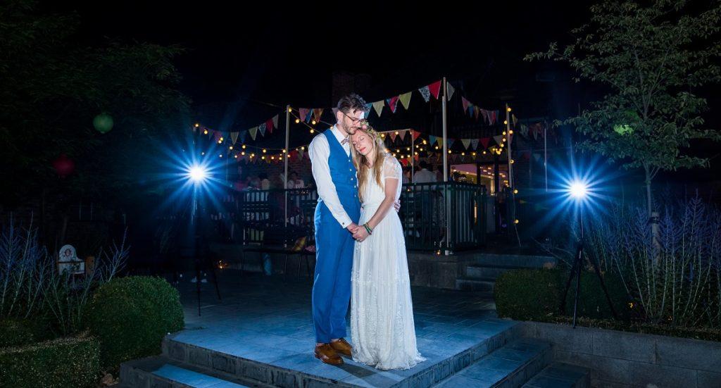 photo de nuit durant la soirée mariage à La Howarderie