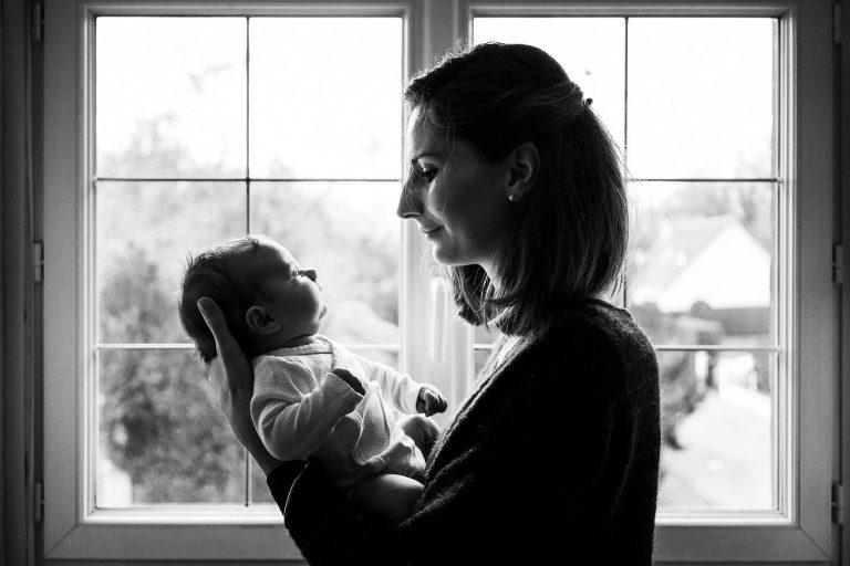 un beau portrait d'une maman et son bébé à Lille
