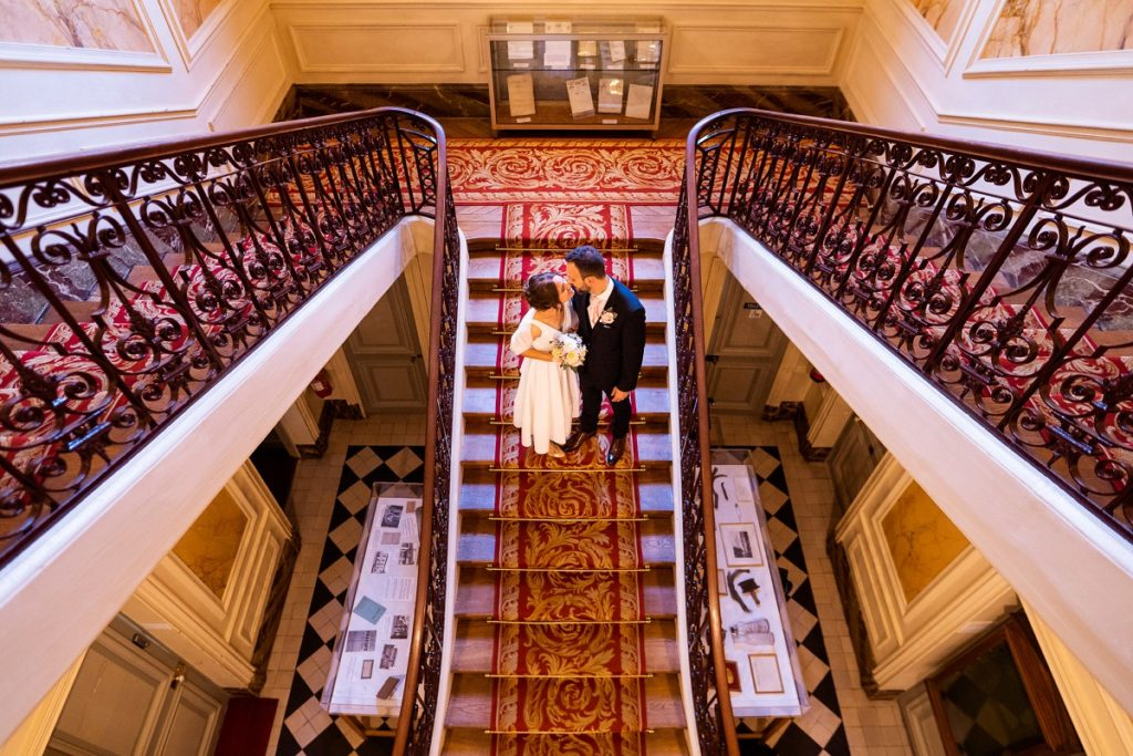 superbe photo de couple à la mairie de rueil-malmaison