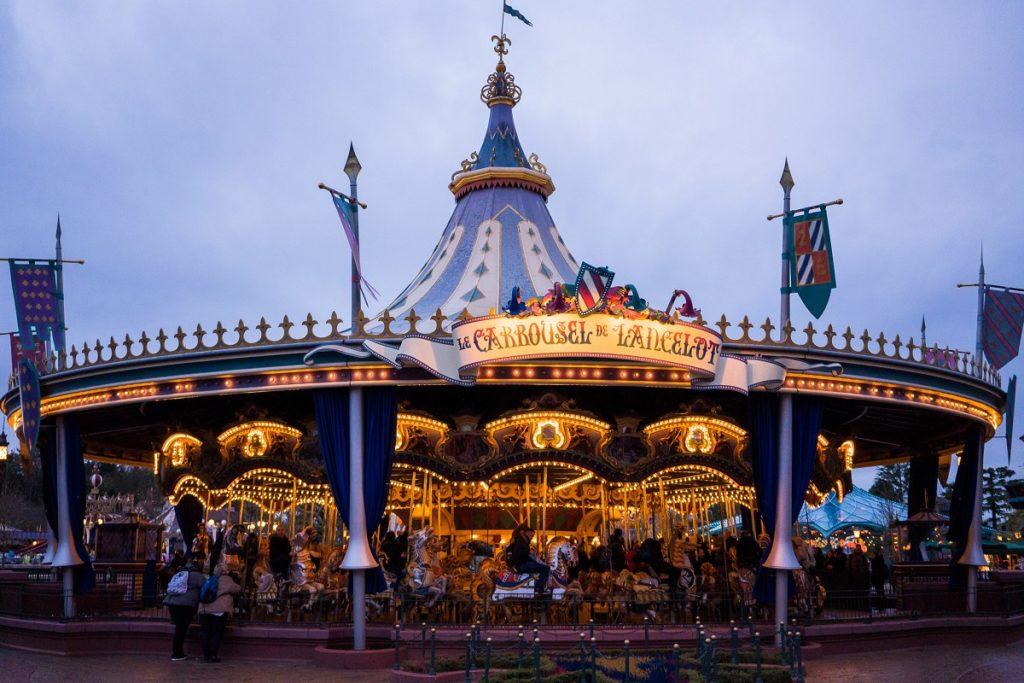 carrousel de disneyland paris de nuit