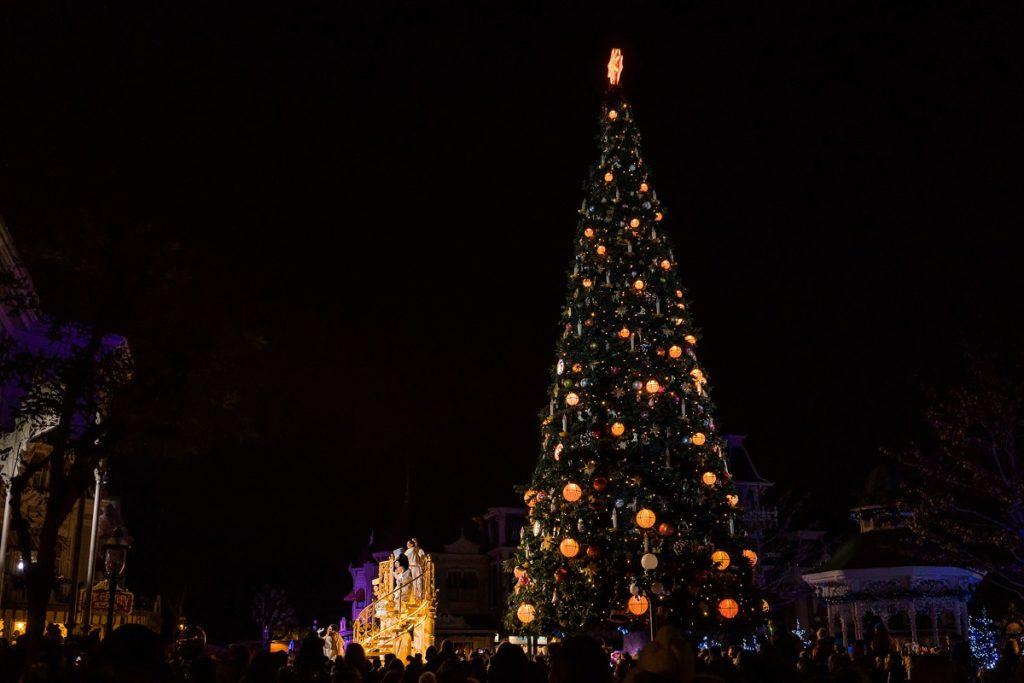 disneyland paris de nuit pendant les fêtes de Noël
