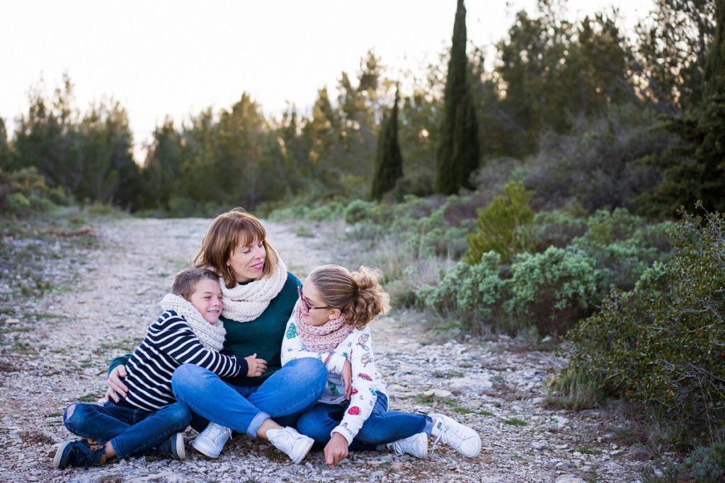 photographe de famille à Avignon maman et ses enfants magnifique