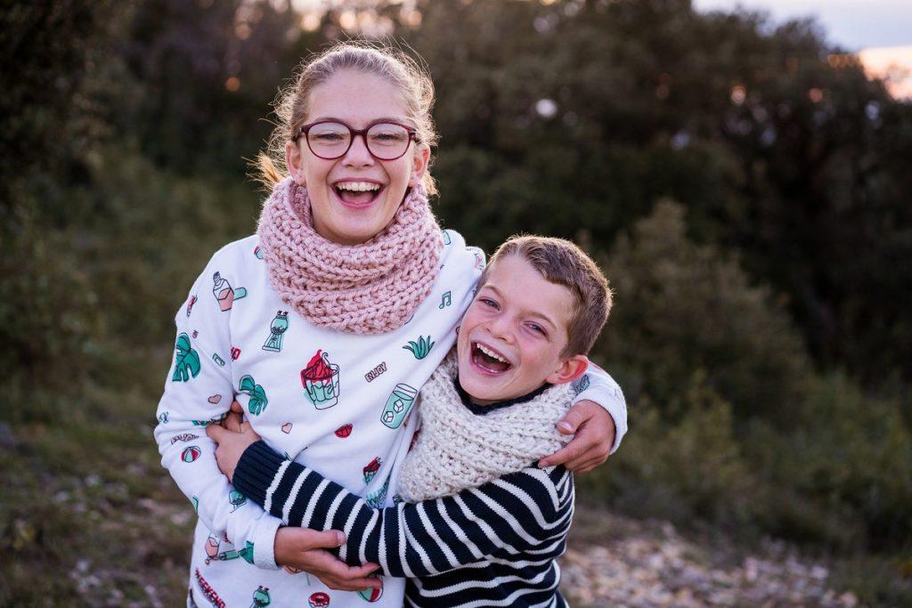 photographe de famille à Avignon sur le vif et naturel fou rire