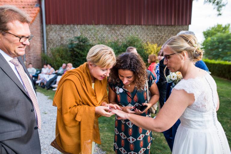 photographe-mariage-reportage-vin-d-honneur-cocktail-photos-sur-le-vif-naturelles (4)